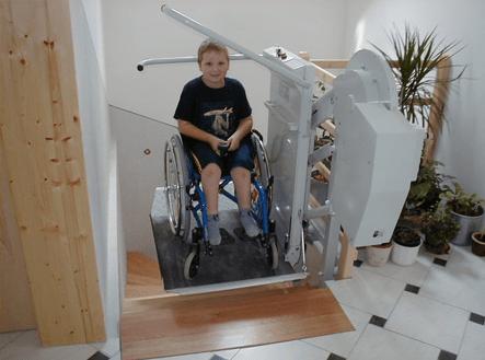 車いす式階段昇降機 オメガ