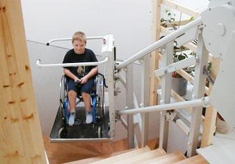 階段昇降機 車いすタイプ