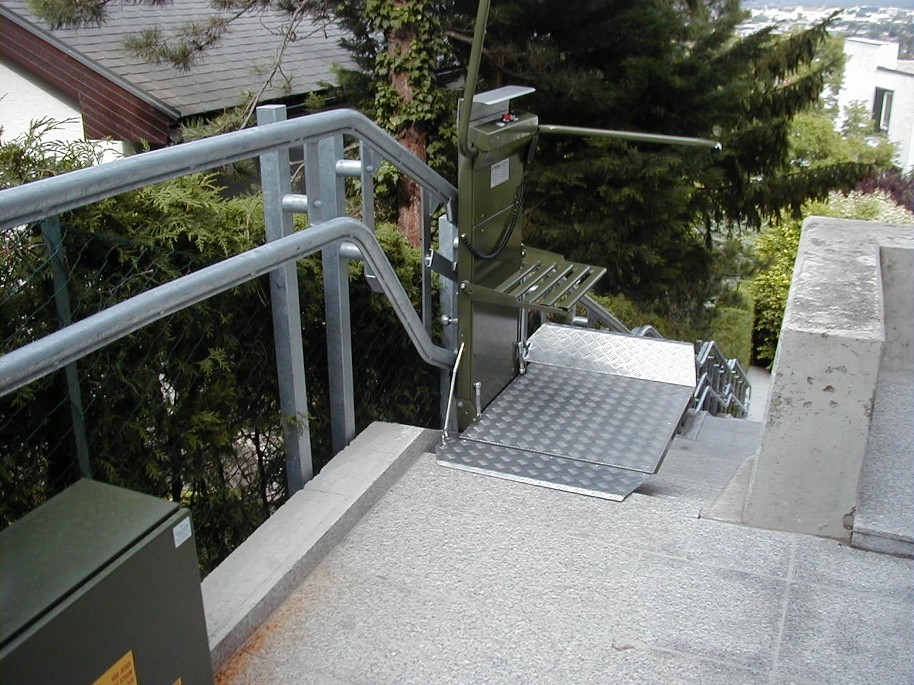 中距離レール階段昇降機