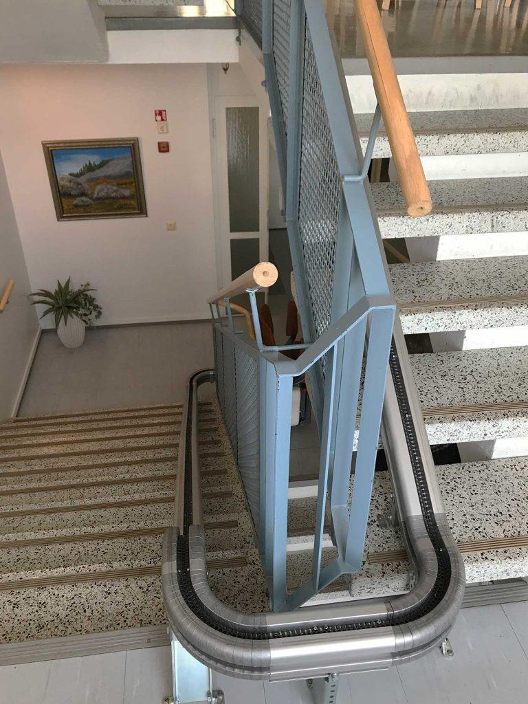 設置例3 階段昇降機UP