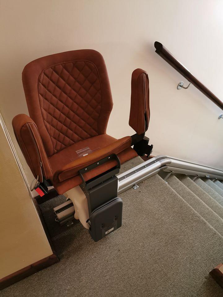 設置例1 階段昇降機UP