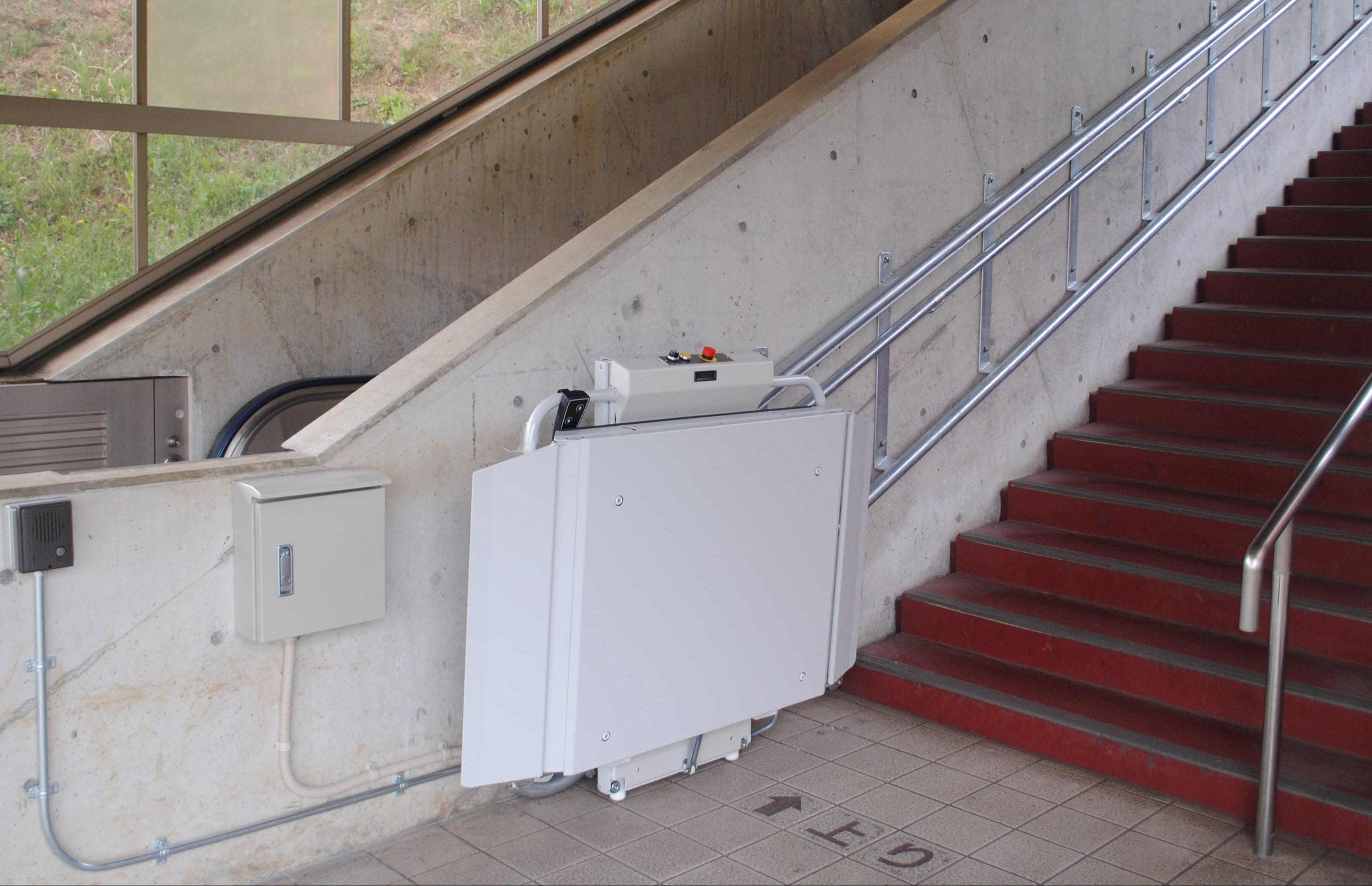 東京都M大学様 車いすタイプ階段昇降機