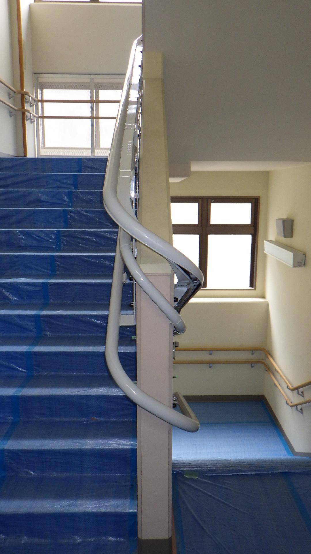 東京都M学園様 車いすタイプ階段昇降機