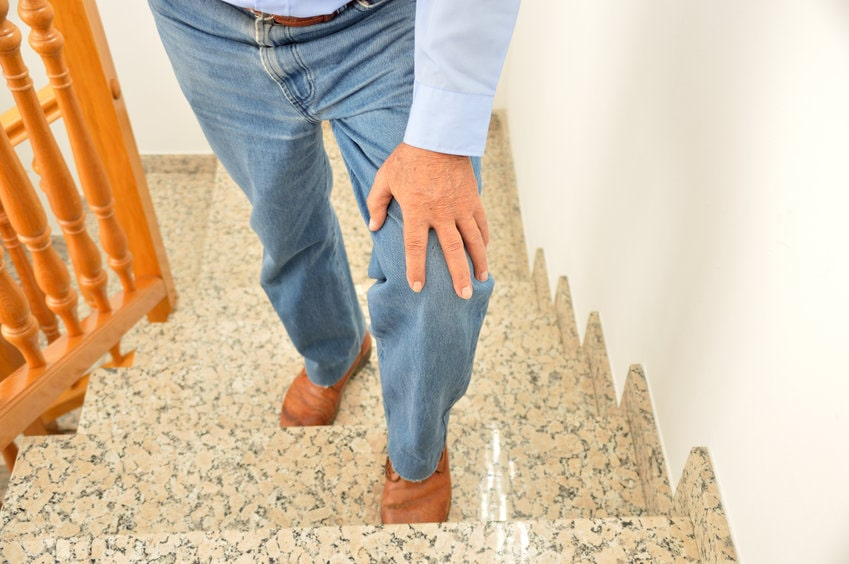 階段を上るのがつらい!その理由と対策を詳しく解説